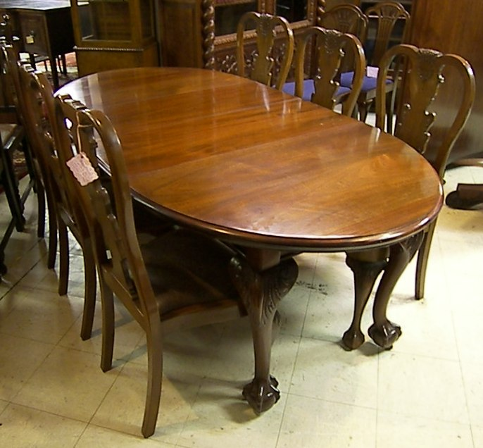 EnglishmahoganyChippendalediningtable - Claw foot dining room table